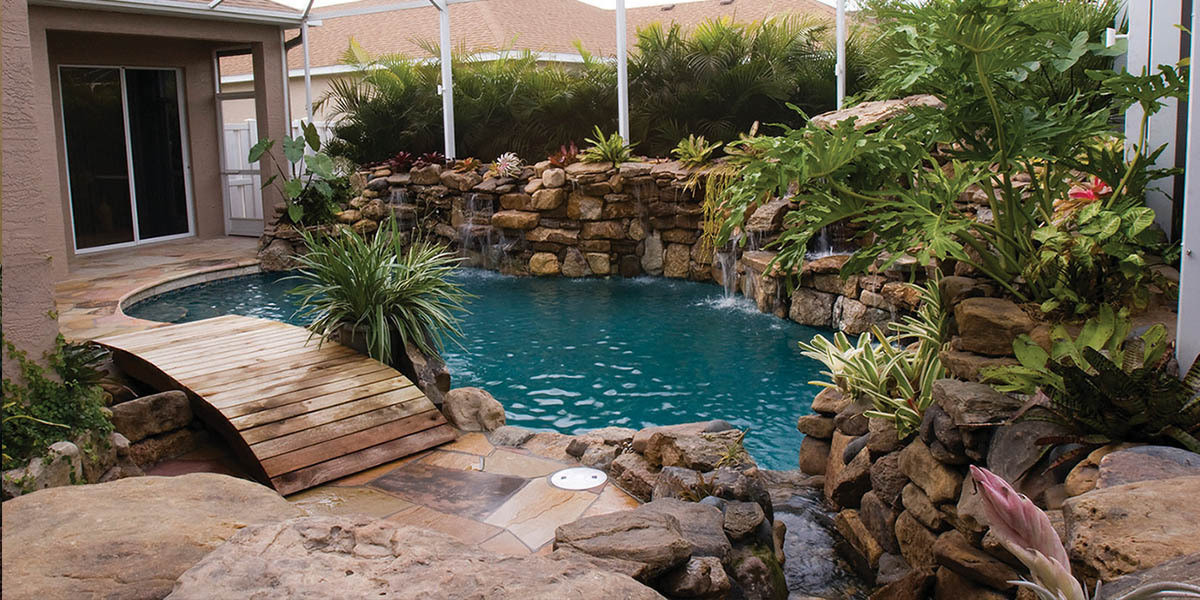 pool-design-with-bridge-features-2